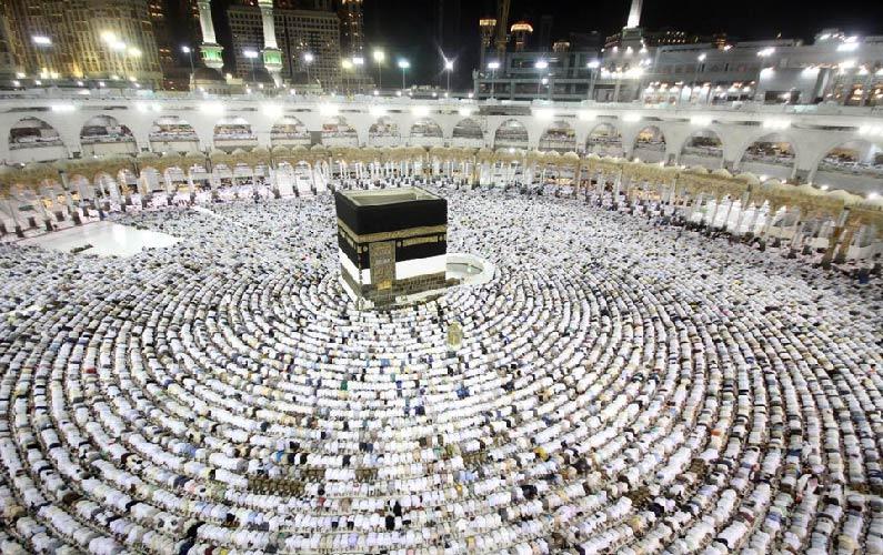 ثلاثة ملايين معتمر ومعتكف ليلة ختم القرآن في الحرم المكي دونما أي إصابة بإنفلونزا الخنازير